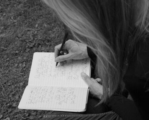 Skriv om dine afdøde og skab fællesskab om minder og savn